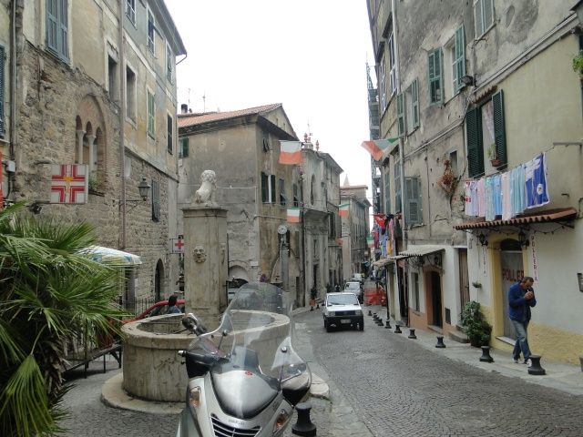 VINTIMILLE (ITALIE) I4 OCTOBRE 2011 - Page 2 Dsc00560