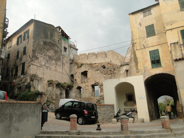 VINTIMILLE (ITALIE) I4 OCTOBRE 2011 - Page 2 Dsc00610