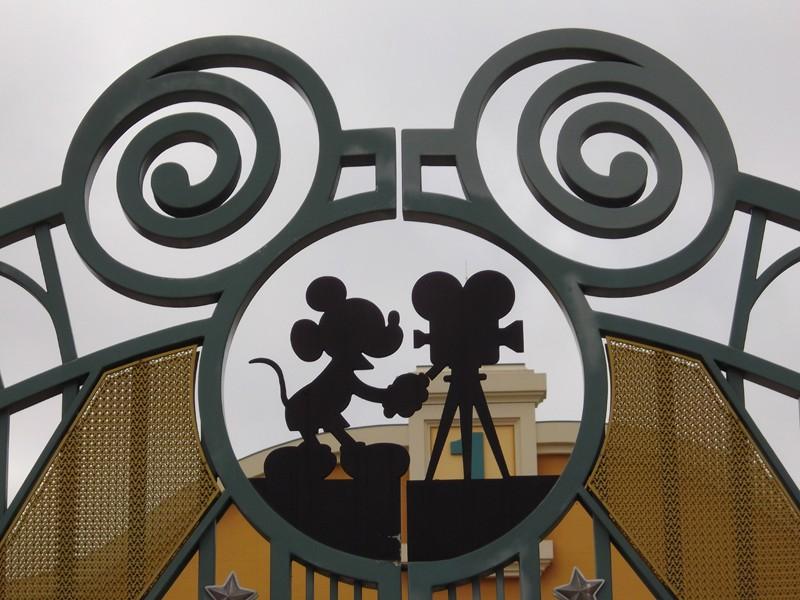 Mickey Cachés : Légende ou réalité ? - Page 15 Hmstud10