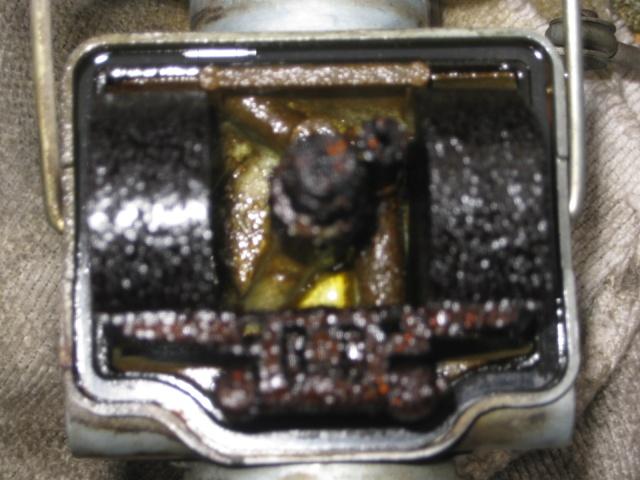 [TUTO]Démontage et nettoyage rampe carburateurs. Honda112