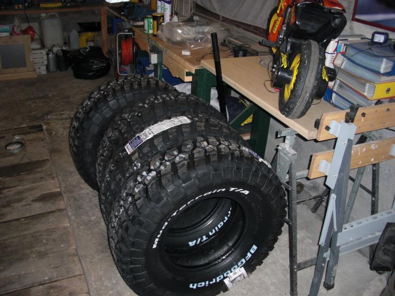 pose nouveaux pneus et jantes sur mon troll - Page 2 Cimg8810