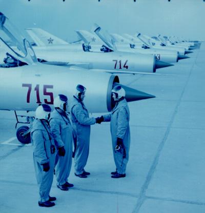 Aeronave militare - Pagina 4 Pf_210