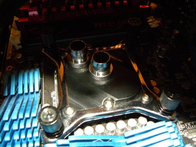 Voila le premier skeleton Water Cooling du forum - Page 5 Dscn3830