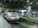 Photo gare + train + tramway à Paris. Hpim0638