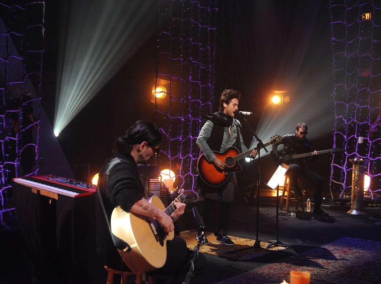 MARS Unplugged (Concert privé à New York) [vidéos page 3] - Page 2 30_stm10