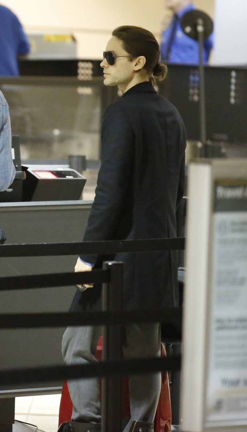 Jared Leto à l'aéroport de Los Angeles - 14 nov. 2012 [candids] Jared_58