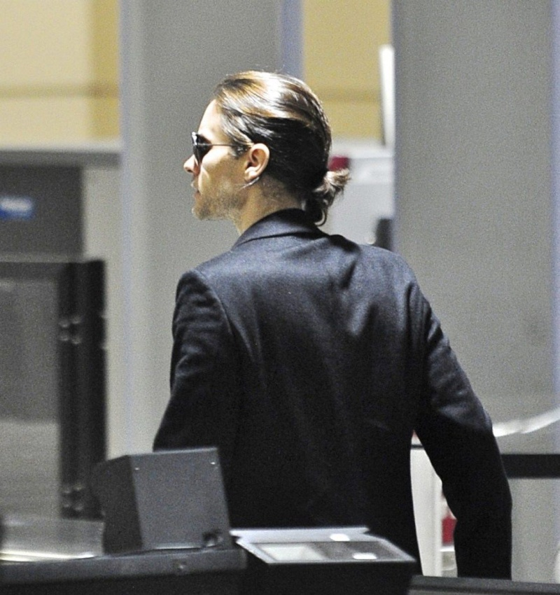 Jared Leto à l'aéroport de Los Angeles - 14 nov. 2012 [candids] Jared_59