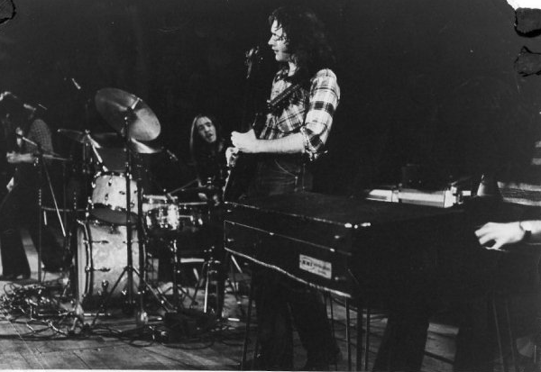 Rory Gallagher Band Mk 2 (1972-1978) - le quartette - Page 2 Image331
