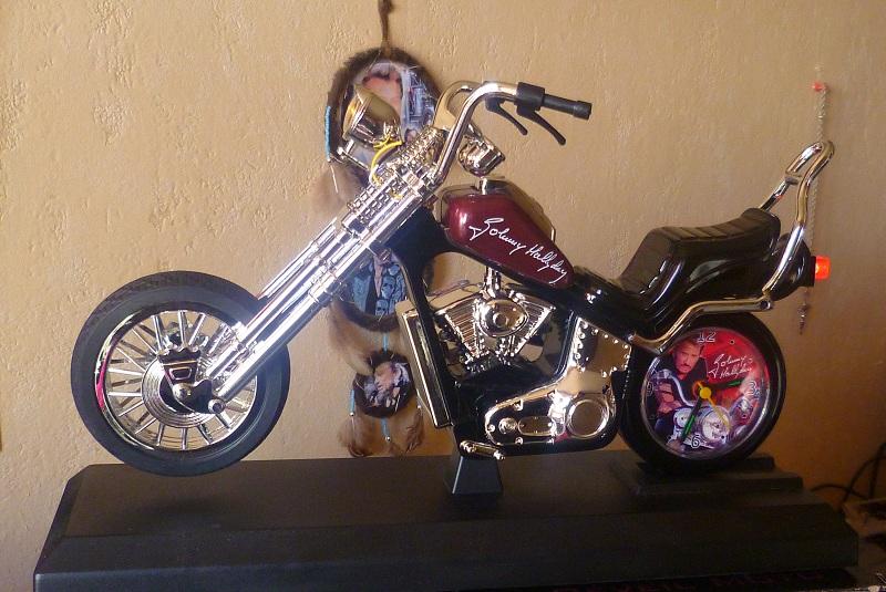 Reveil moto Johnny Hallyday P1040310