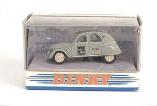Citroën 2CV - 1957  - Dinky DY 32 - Matchbox Collection. 2cv_ar10