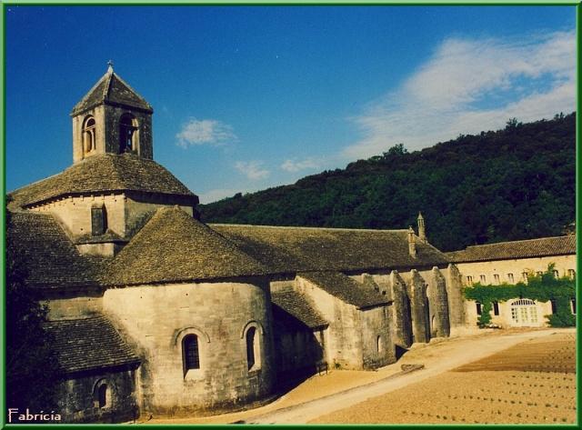 Monuments, gares, châteaux,... dans le monde - Page 3 Abbaye10
