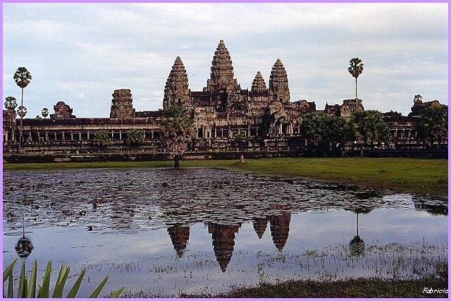 Monuments, gares, châteaux,... dans le monde - Page 4 Angkor10
