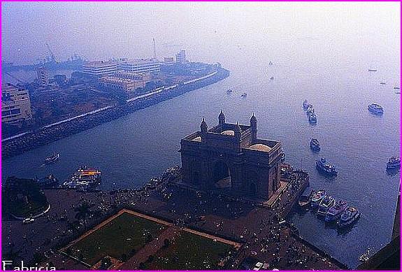 Monuments, gares, châteaux,... dans le monde - Page 4 Bombay10
