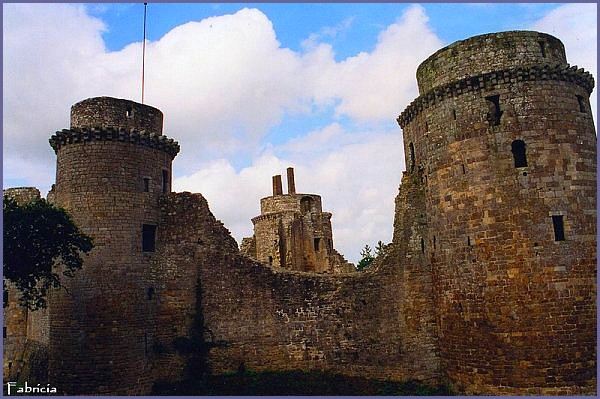 Monuments, gares, châteaux,... dans le monde - Page 6 Bretag12