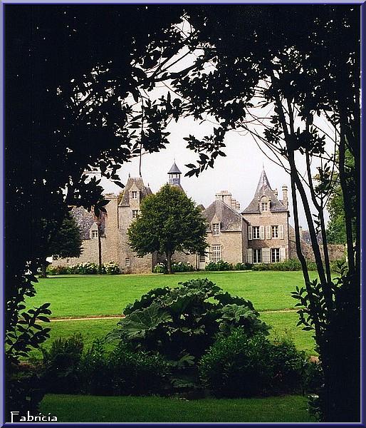 Monuments, gares, châteaux,... dans le monde - Page 2 Chatea10