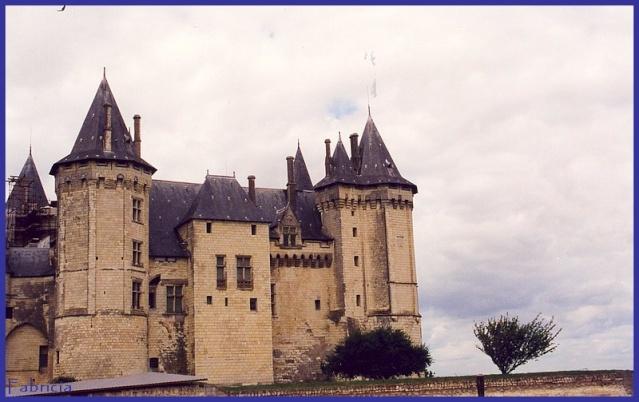Monuments, gares, châteaux,... dans le monde - Page 4 Chatea16