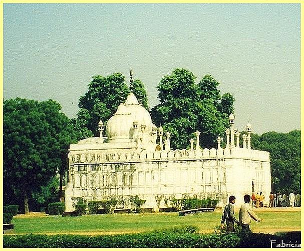 Monuments, gares, châteaux,... dans le monde - Page 4 Delhi_12