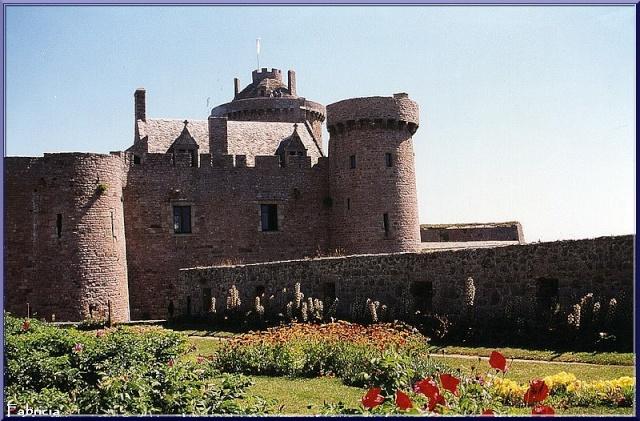 Monuments, gares, châteaux,... dans le monde - Page 4 Fort_l10