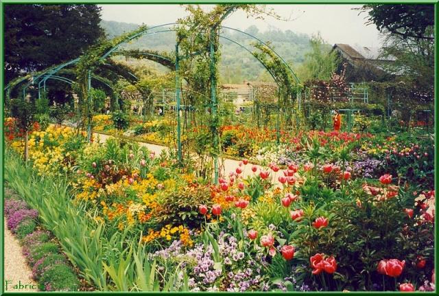 Photos de jardins, parcs, forêts... dans le monde - Page 2 Givern10