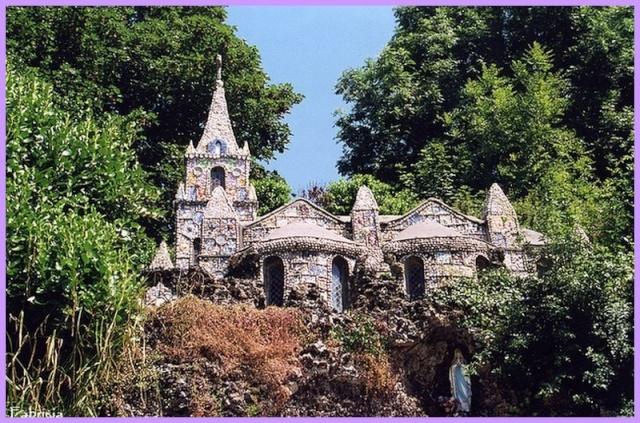 Monuments, gares, châteaux,... dans le monde - Page 3 Guerne10