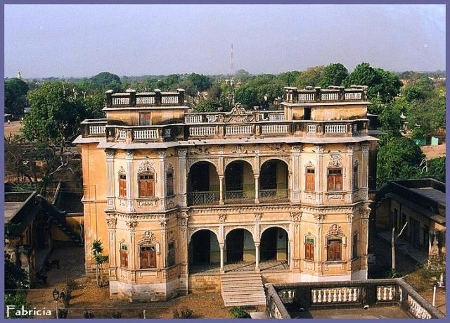 Monuments, gares, châteaux,... dans le monde - Page 2 Inde_n10