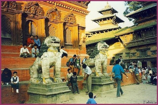 Monuments, gares, châteaux,... dans le monde - Page 5 Katman10