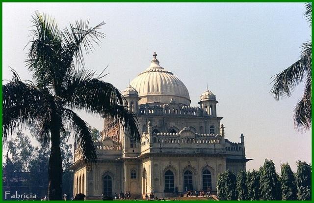 Monuments, gares, châteaux,... dans le monde - Page 4 Luckno10