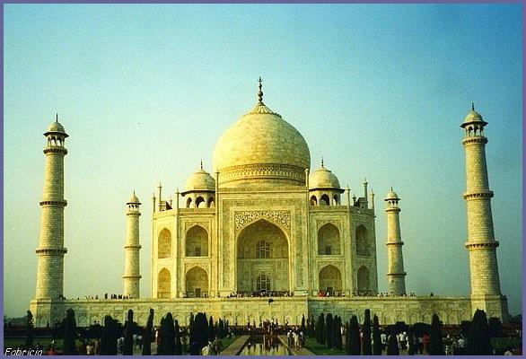 Monuments, gares, châteaux,... dans le monde - Page 5 Taj_ma10
