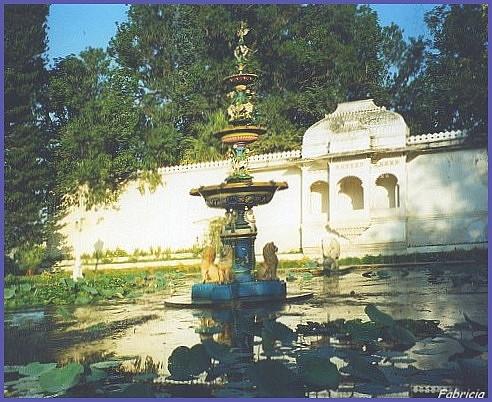 Photos de jardins, parcs, forêts... dans le monde - Page 2 Udaipu11