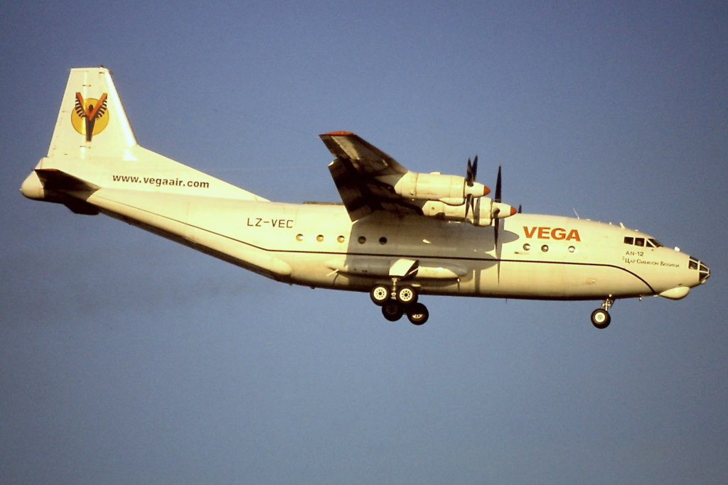 An-12 in FRA Pict0017