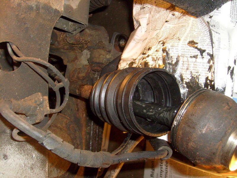 Soufflet de cardan côté roue... demande l'oeil expert S7302844