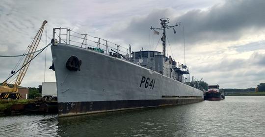 [Autre sujet Marine Nationale] Démantèlement, déconstruction des navires - TOME 2 - Page 4 Escort10