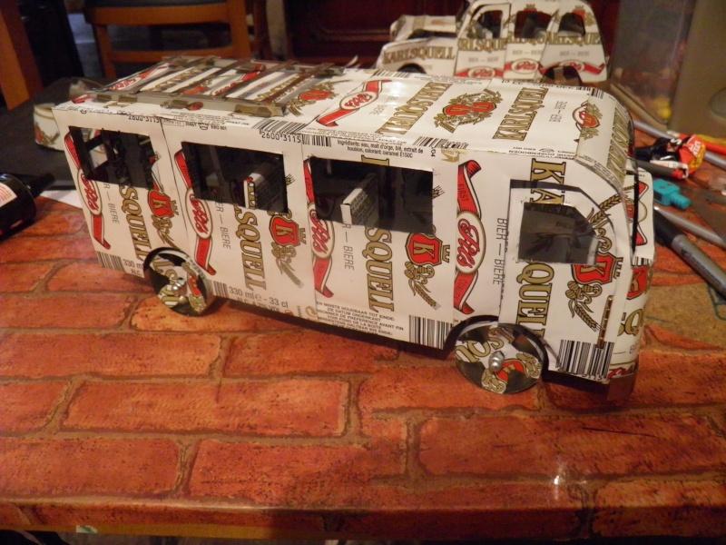 Un grand mini bus Pb270010