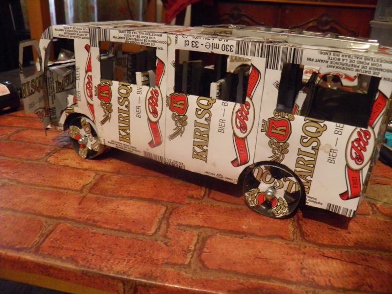 Un grand mini bus Pb270012