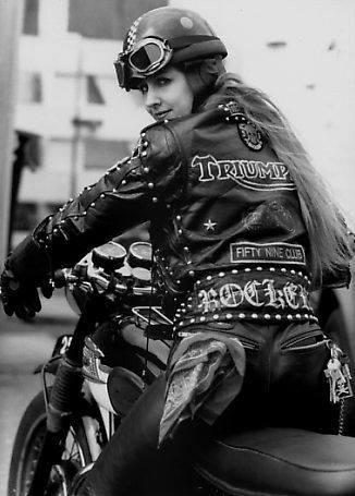 Vieilles photos (pour ceux qui aiment les anciennes photos de bikers ou autre......) - Page 13 10930910