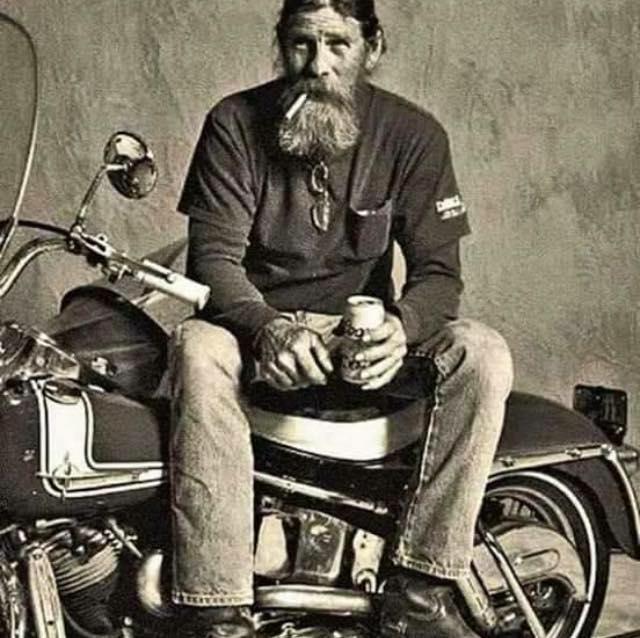 Vieilles photos (pour ceux qui aiment les anciennes photos de bikers ou autre......) - Page 13 17861610