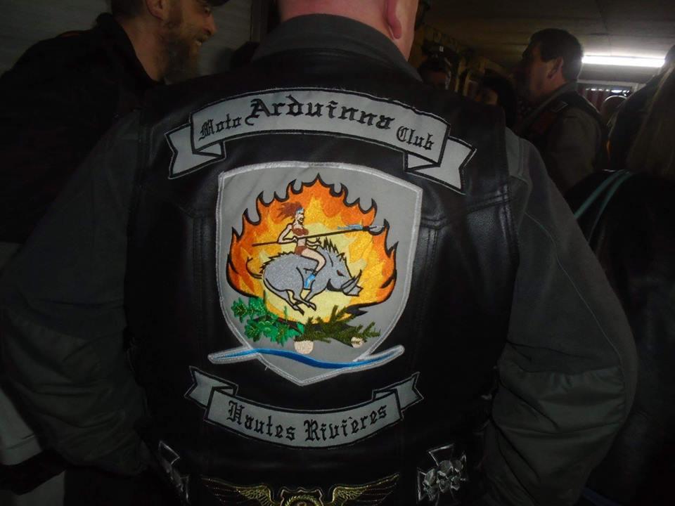 Couleurs des differents clubs de bikers - Page 23 50866810