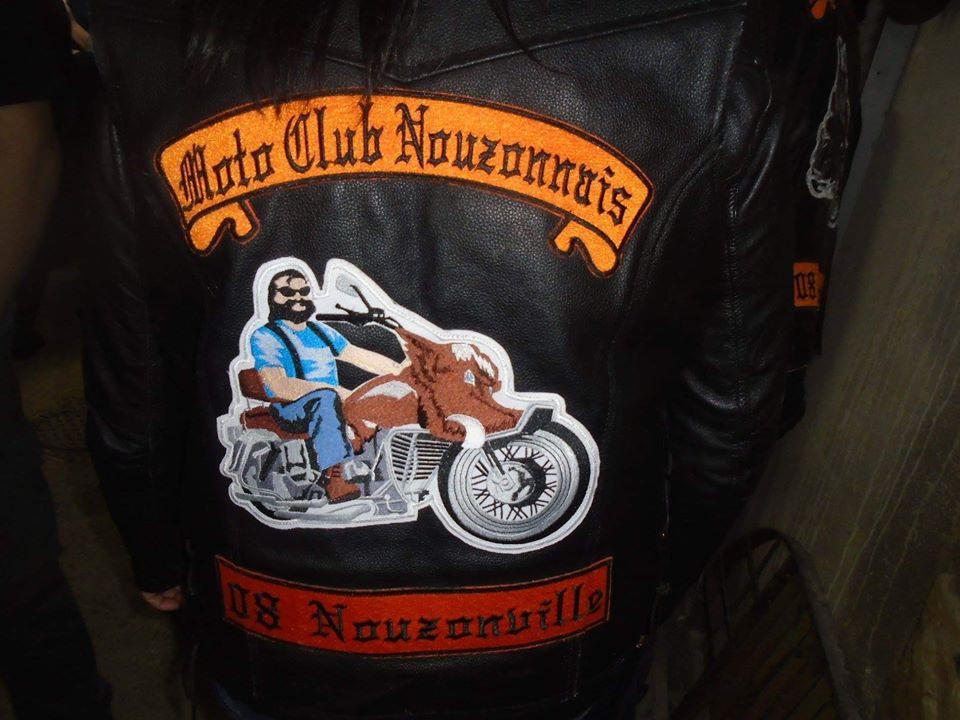 Couleurs des differents clubs de bikers - Page 23 50882510
