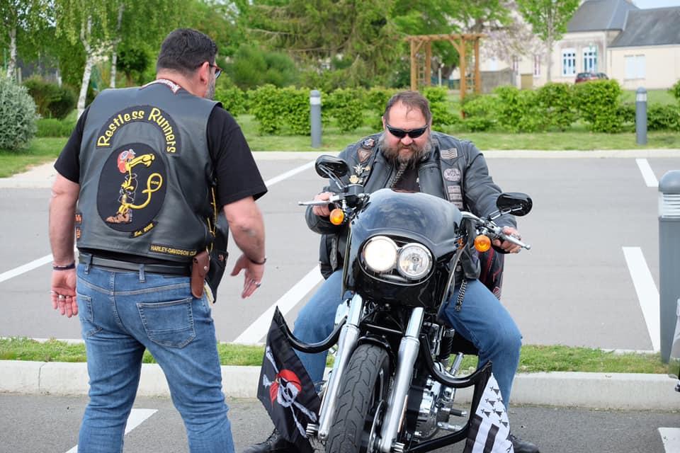 Couleurs des differents clubs de bikers - Page 28 60469010