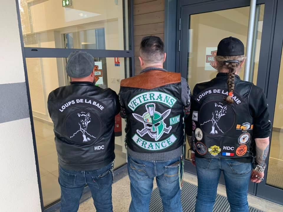 Couleurs des differents clubs de bikers - Page 28 60768810