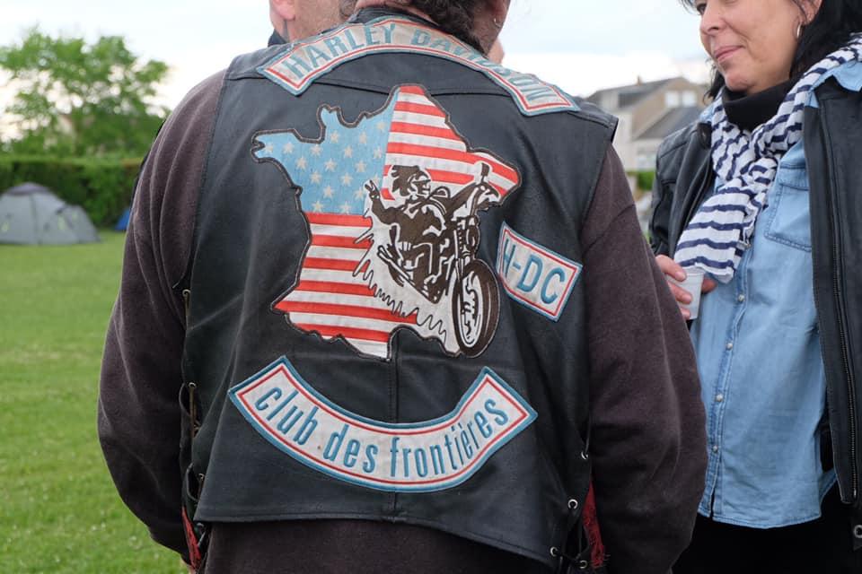 Couleurs des differents clubs de bikers - Page 28 60898510