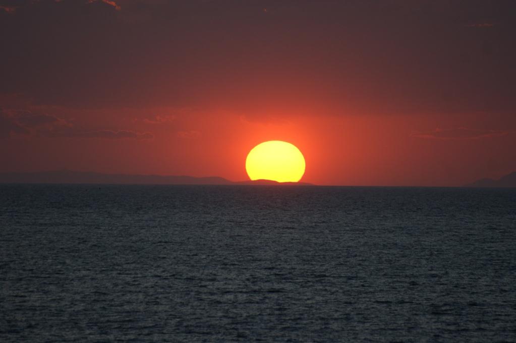 Couchers/levés du soleil et de la lune - Page 2 Mykono10