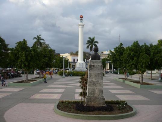 Calles de Santiago de Cuba Plaza-11