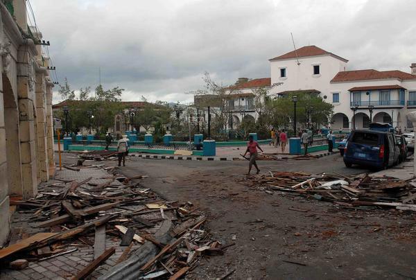 EL HURACAN SANDY CAUSA DESTROZOS A SU PASO POR SANTIAGO DE CUBA Sand10