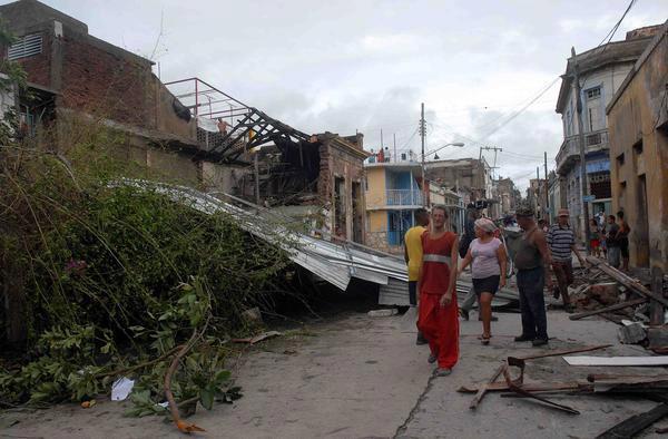 EL HURACAN SANDY CAUSA DESTROZOS A SU PASO POR SANTIAGO DE CUBA Sand1010