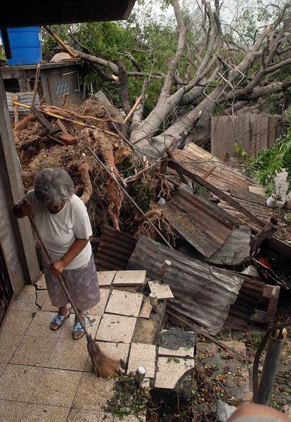 EL HURACAN SANDY CAUSA DESTROZOS A SU PASO POR SANTIAGO DE CUBA Sand1510