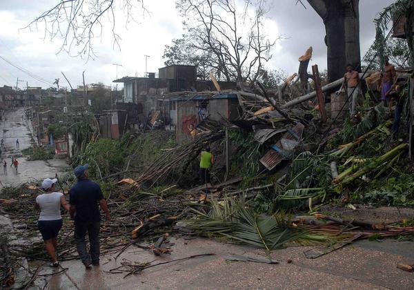 EL HURACAN SANDY CAUSA DESTROZOS A SU PASO POR SANTIAGO DE CUBA Sand2110