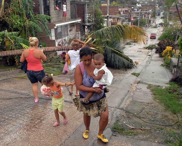 EL HURACAN SANDY CAUSA DESTROZOS A SU PASO POR SANTIAGO DE CUBA Sand2510