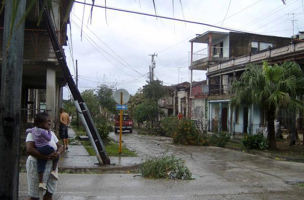 EL HURACAN SANDY CAUSA DESTROZOS A SU PASO POR SANTIAGO DE CUBA Sand310