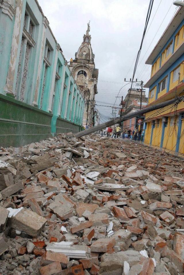 EL HURACAN SANDY CAUSA DESTROZOS A SU PASO POR SANTIAGO DE CUBA Sand610